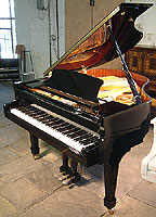 Halle & Voight WG160 grand piano For Sale with a black case and polyester finish